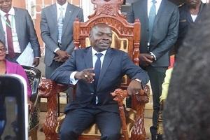"Cameroun-Presse écrite : Le journal d'Amougou Belinga accuse Akere Muna, Maurice Kamto et Joshua Osih de ""trahison"""