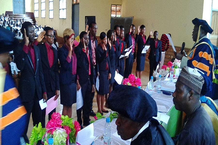 Nord-ouest-cérémonie de fin d'étude : plus de 5000 étudiants ont soutenu.