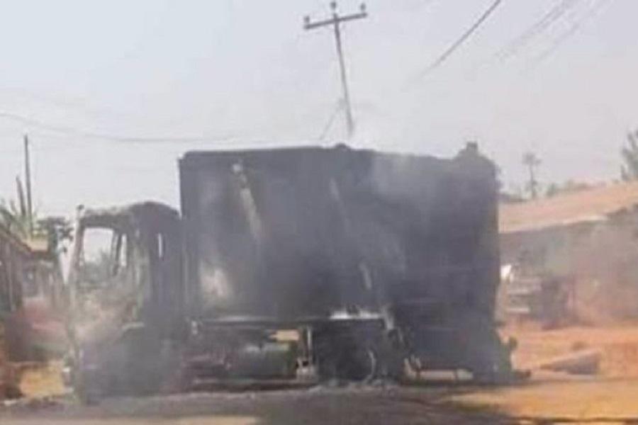 Cameroun : des équipements de construction routière d'environ 230 millions de francs incendiés dans le nord-ouest
