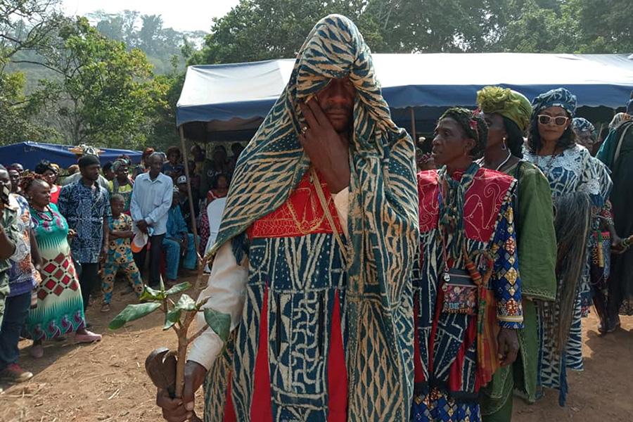 Village Fotchouli - groupement Foto: Un ingénieur au trône