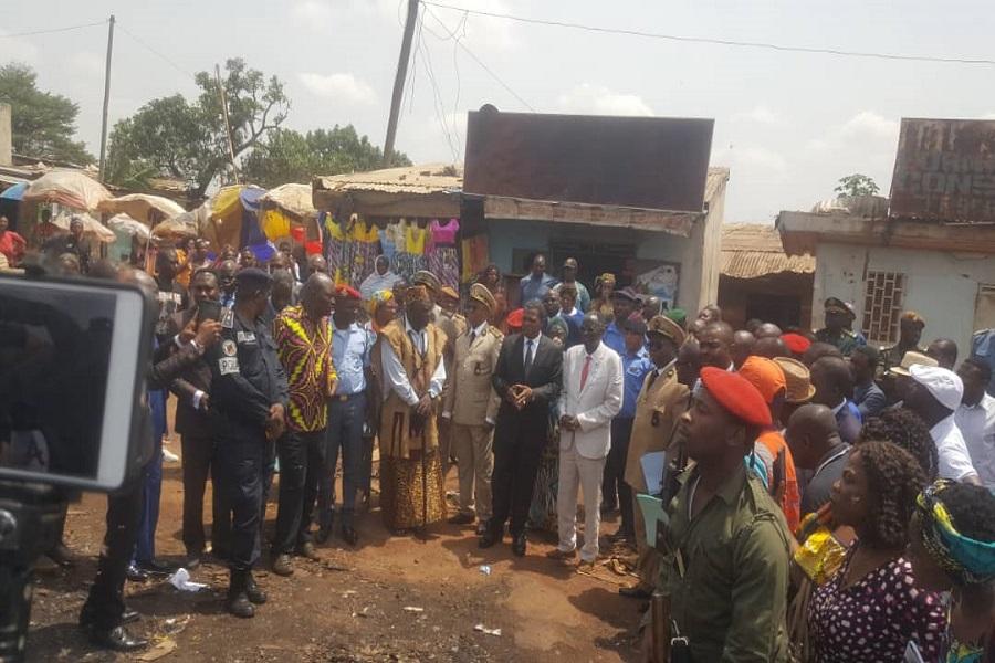 Cameroun-incendie au marché d'Elig-Edzoa : le gouvernement vient en aide aux sinistrés.