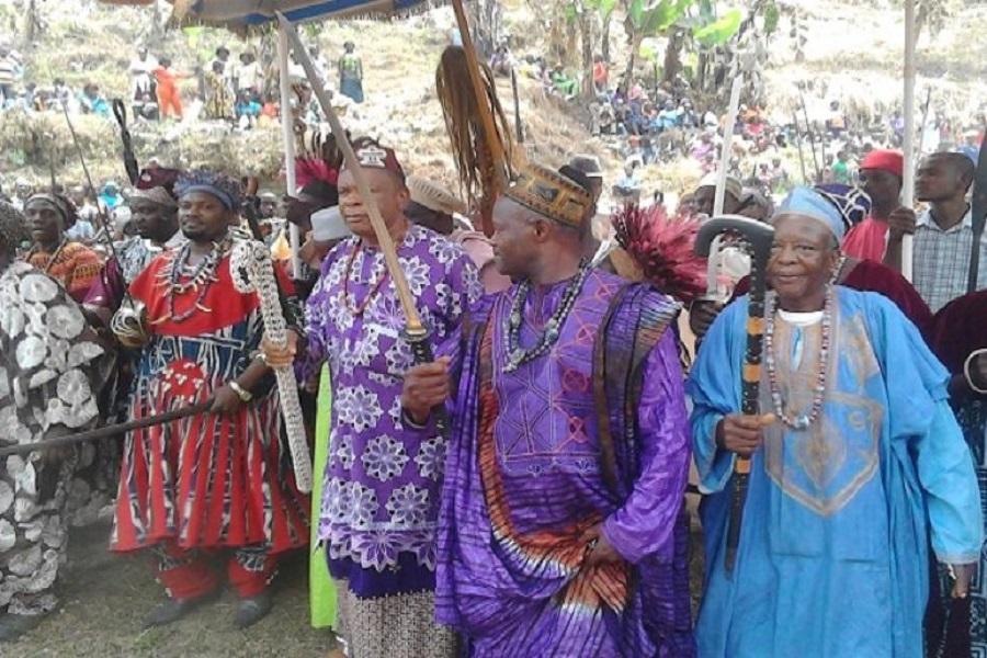Cameroun-brouille dans le Sud-ouest : les chefs traditionnels demandent pardon au gouverneur.