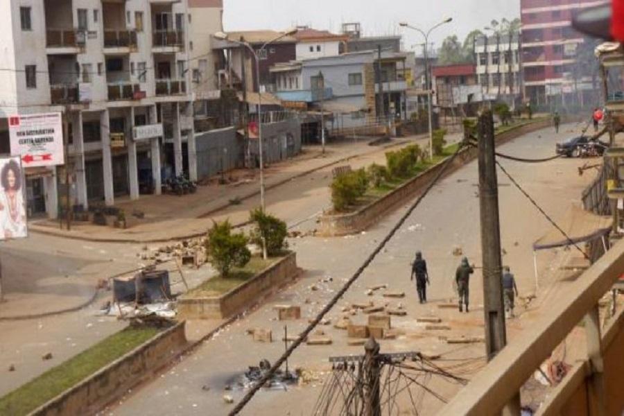 Crise anglophone : les  présumés séparatistes tranchent une tête et la jette en plein carrefour (images, âmes sensibles s'abstenir)