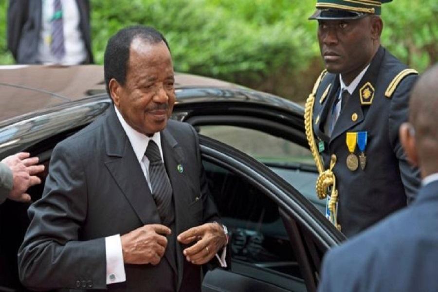 Cameroun : de retour de son séjour, Paul Biya accueilli par une foule à Yaoundé.