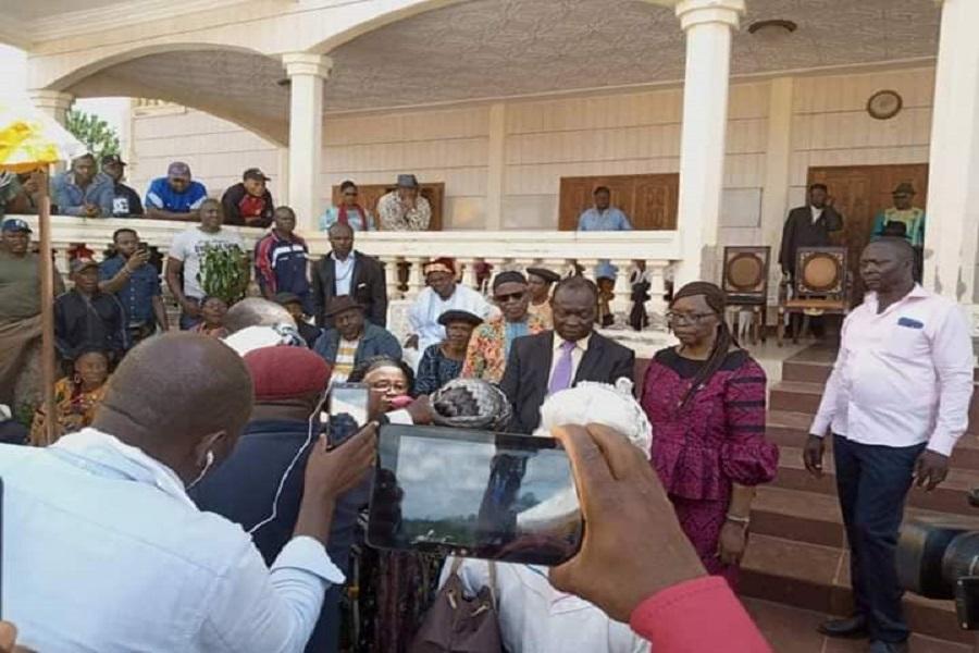 Cameroun : L'ex détenu Albert Dzongang accueilli en grande pompe dans la région de l'Ouest