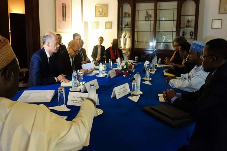 Cameroun : rencontre entre le ministre français et les leaders des partis politiques