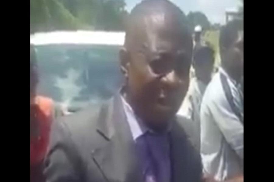 Barbarie : A Ebolowa pour le meeting du MRC, Sam Severin Ango est qualifié de « traître » et reçoit une bassine d'eau en plein visage (vidéo)